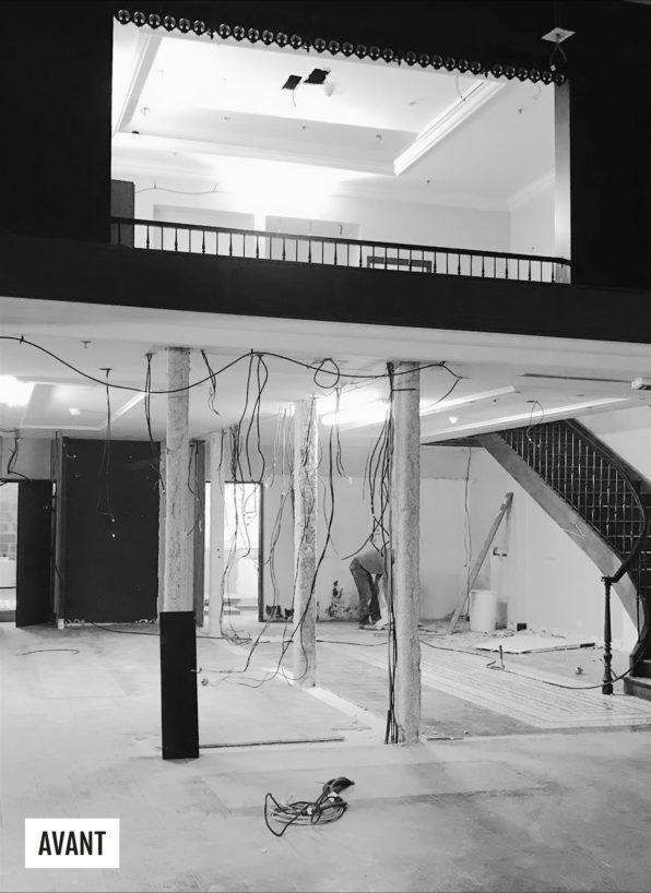 Label Experience : Image en noir et blanc pendant le chantier, avant la réalisation du pop-up store de « Pyramid » au Carrousel du Louvre.