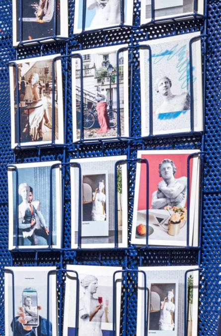 Label Experience : Cartes postales représentatives de l'identité de la marque pour le pop-up store de « Pyramid » au Carrousel du Louvre.