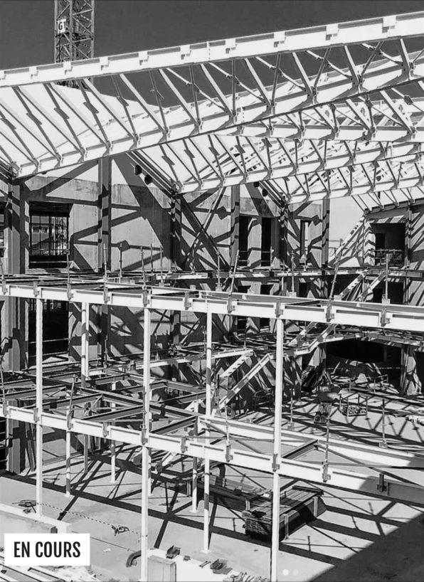Label Experience: Image en noir et blanc de la première étape du chantier du tiers-lieu « Le Connecteur » du Crédit Agricole à Biarritz.