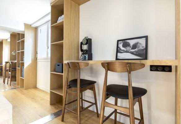 Label Experience: Espace bar en bois des bureaux de « Alter Solutions » à Versailles.