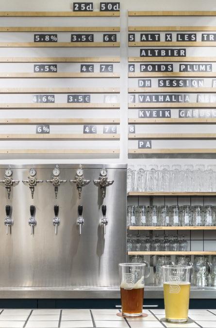 Label Experience: Tireuse à bière sur comptoir du bar « BAP BAP » à Paris