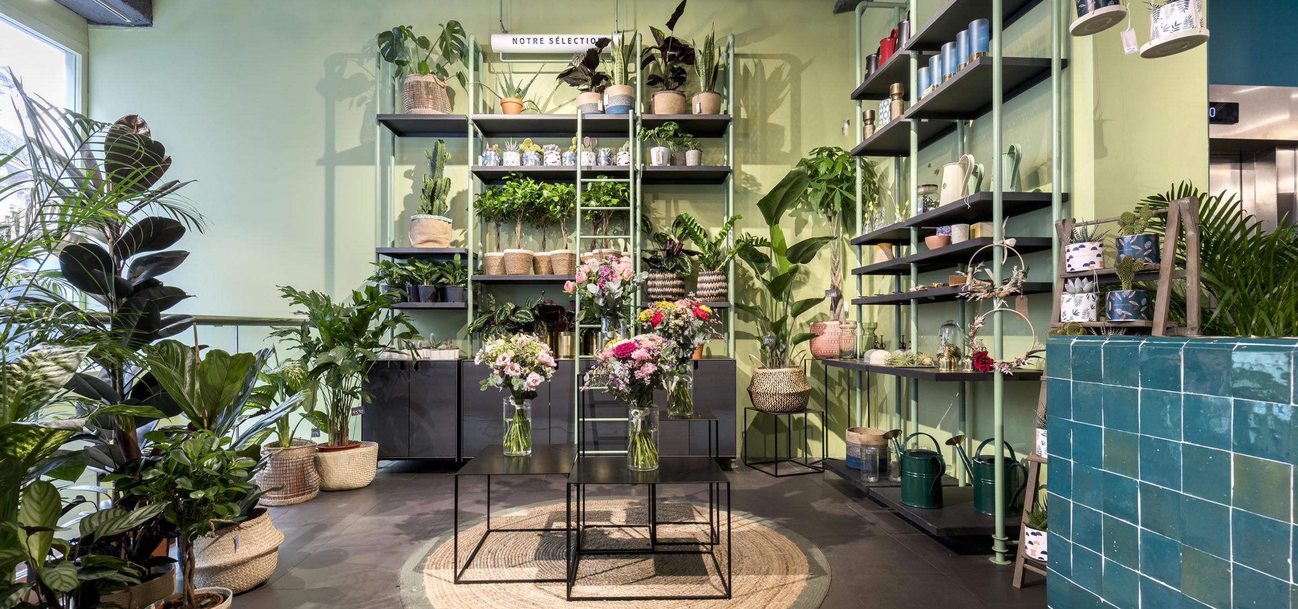 Label Experience: Grand espace d'exposition de plantes et décoration florale dans la « Maison Bergamotte » à Paris.