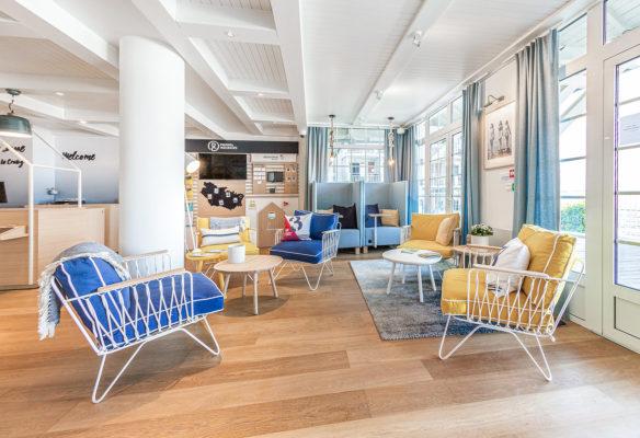 Label Experience : espace lounge dans le hall d'accueil du Pierre & Vacances au Crotoy