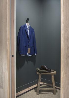 Label Experience: Cabine d'essayage de la boutique « Bonne Gueule » à Paris.