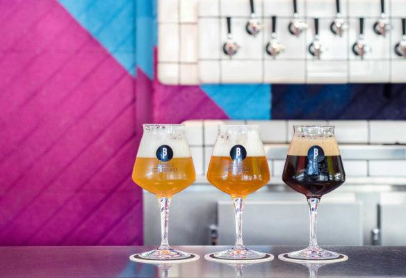 Label Experience : pintes de bière artisanale Brussels Beer Project dans le bar au Canal
