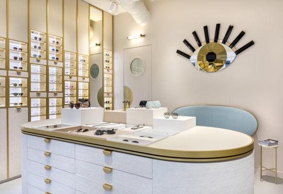 Label Experience : vue d'ensemble de l'îlot central dans la boutique Carlotti à Paris dans le Marais
