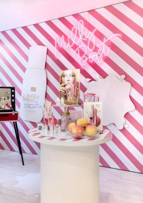 Label Experience : stand nouveautés Milky Boost dans le pop-up Clarins Lab à Paris