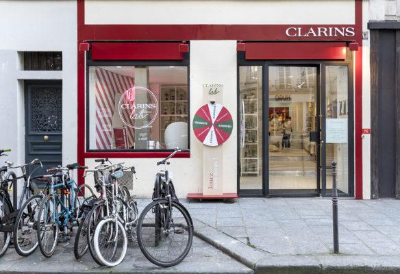 Label Experience : vue de la façade du pop-up Clarins Lab à Paris