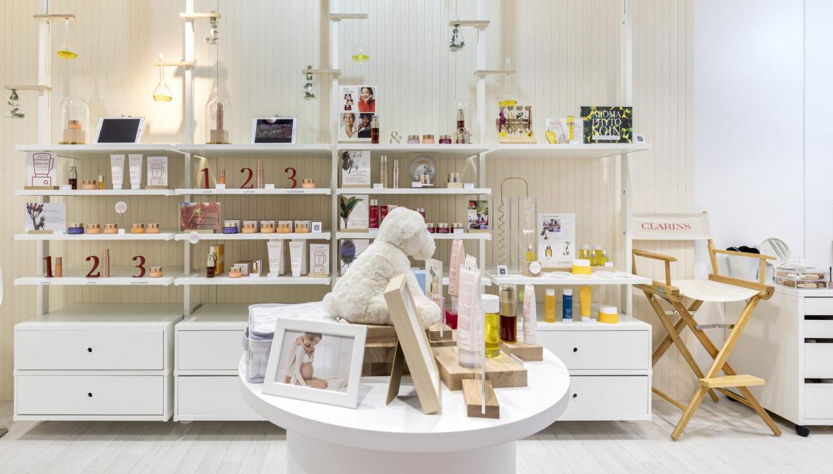 Label Experience : vue de l'espace produits dans le pop-up Clarins Lab à Paris