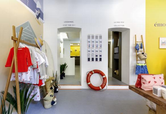 Label Experience: Deux portes ouvertes à l'intérieur du pop-up « émoi émoi » à Paris.