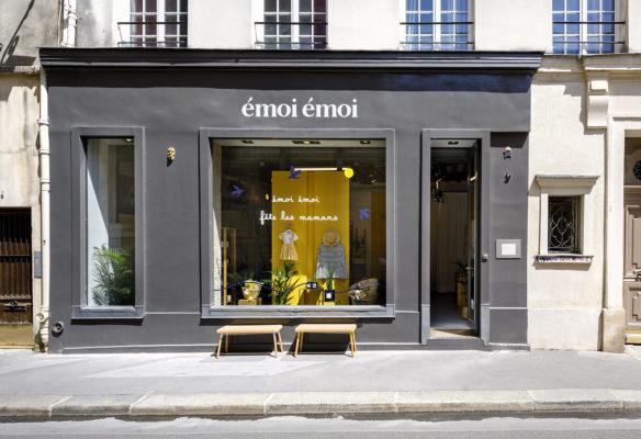 Label Experience: Devanture grise du pop-up « émoi émoi » à Paris.