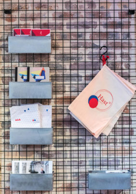 Label Experience: Focus sur goodies de la boutique « Hast » rue d'Aboukir à Paris.