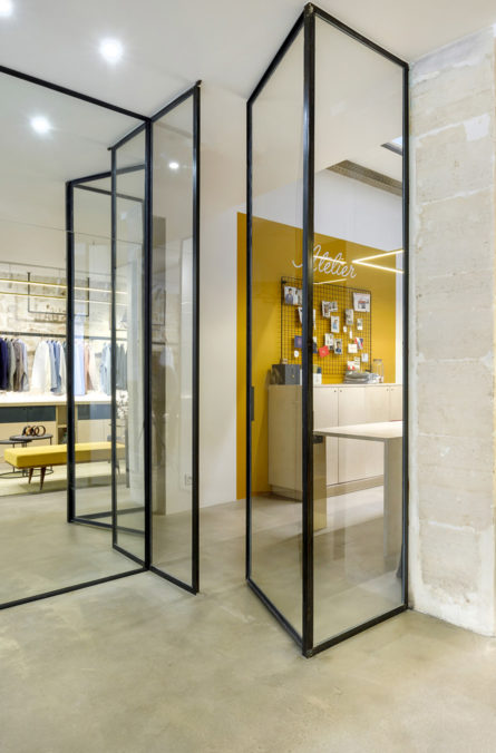 Label Experience: Cloisons transparentes de la boutique « Hast » rue d'Aboukir à Paris.
