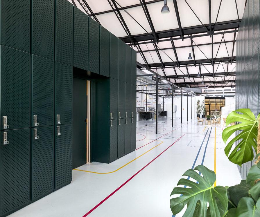 Label Experience : vue des casiers vestiaires du L'Oréal MYT le lab d'innovation & incubateur d'entreprise