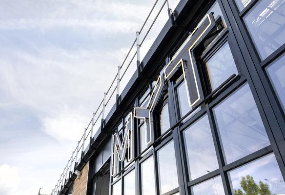 Label Experience : façade du L'Oréal MYT le lab d'innovation & incubateur d'entreprise à Aulnay-sous-bois