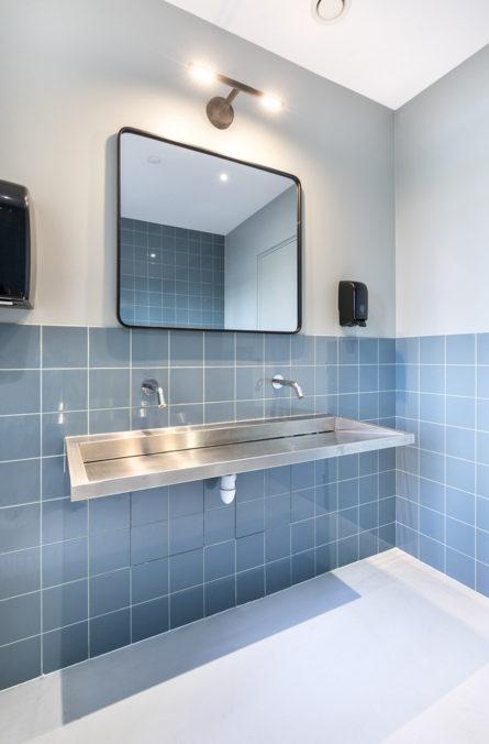 Label Experience : toilettes du L'Oréal MYT le lab d'innovation à Aulnay-sous-bois