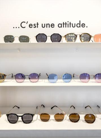 Label Experience : focus sur les lunettes du Petit Lunetier posé sur une étagère dans la boutique à Lille