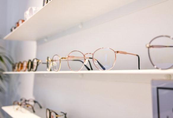 Label Experience : zoom sur les lunettes du Petit Lunetier dans la boutique à Lille