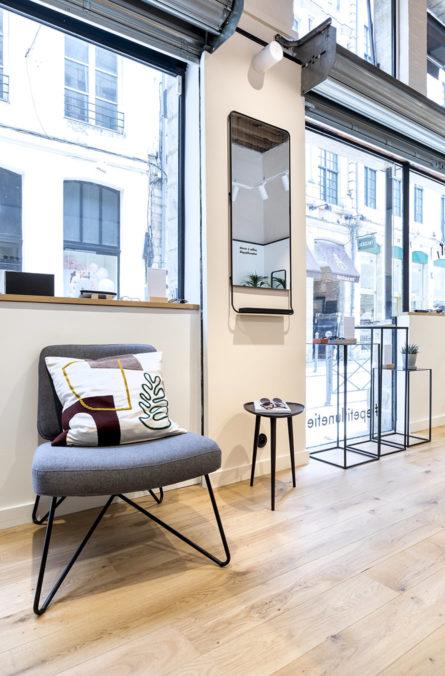 Label Experience : espace d'attente dans la boutique de lunettes Le Petit Lunetier à Lille