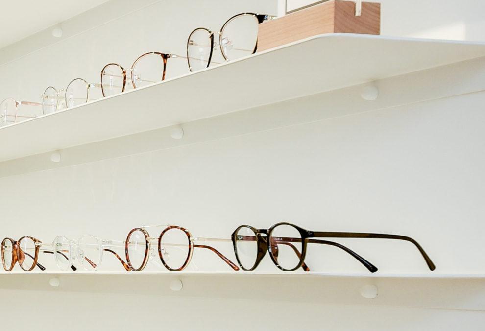 Label Experience : zoom sur les lunettes du Petit Lunetier dans la boutique à Lyon