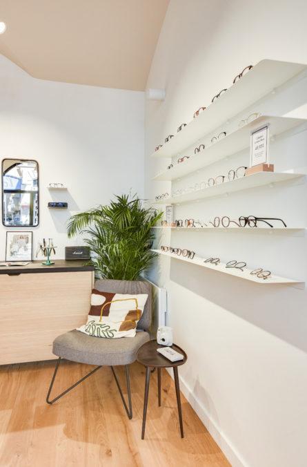 Label Experience : espace d'attente dans la boutique de lunettes Le Petit Lunetier à Lyon