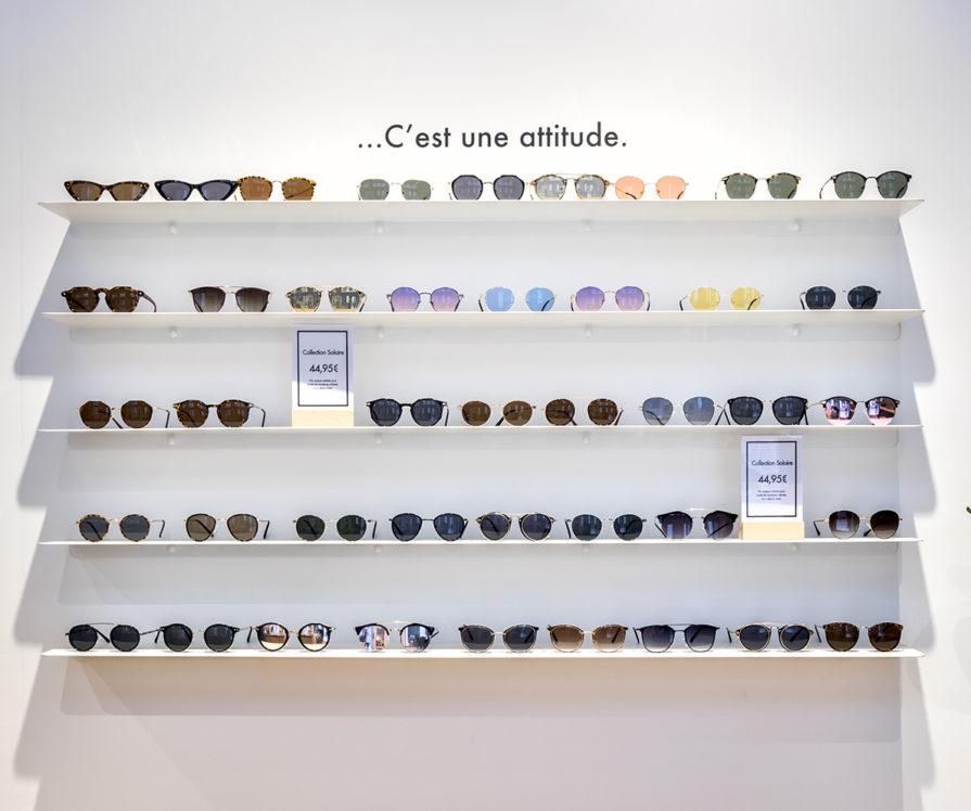 Label Experience : focus sur les lunettes du Petit Lunetier posé sur une étagère dans la boutique à Toulouse