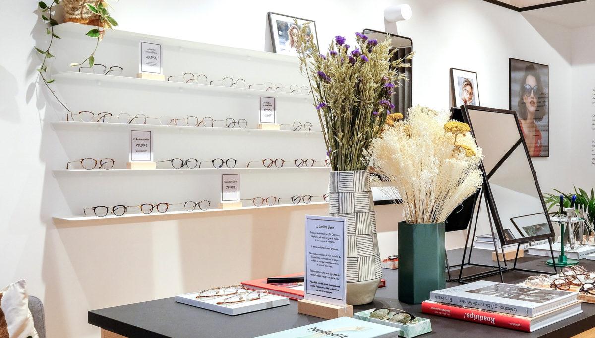 Label Experience : aperçu de la décoration florale dans la boutique de lunettes Le Petit Lunetier à Toulouse