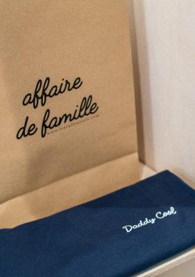 Label Experience: Sac « affaire de famille » avec t-shirt brodé « daddy cool » du pop-up store « Raffineurs » à Paris.