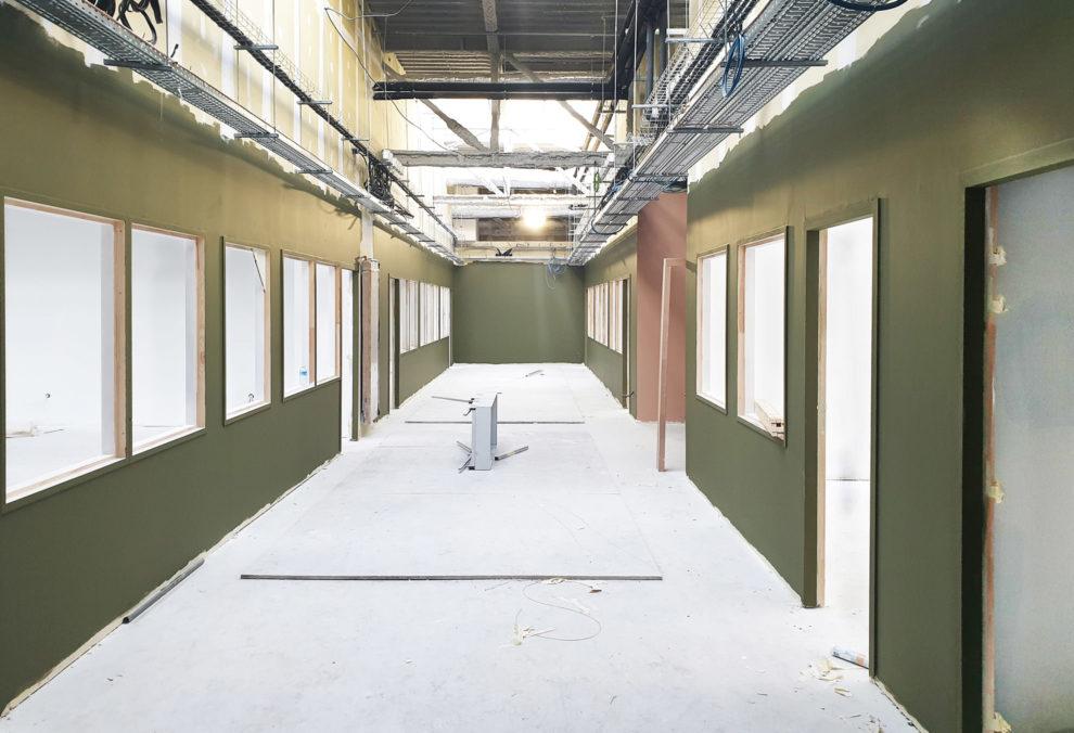 Label Experience : couloir en construction au sein du MoHo, un tiers lieu dédié à l'innovation à Caen