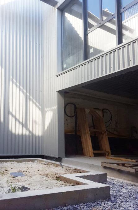 Label Experience : cour intérieure en construction au sein du MoHo, un tiers lieu dédié à l'innovation à Caen