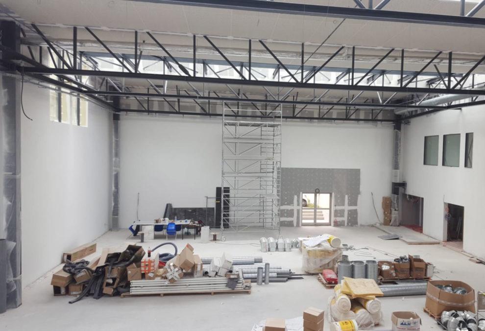 Label Experience : vue d'un grand espace ouvert en construction au sein du bâtiment du MoHo