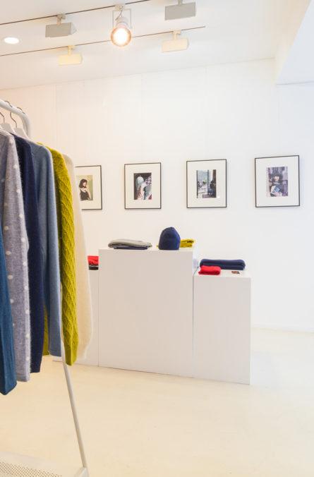 Label Experience: Pièce blanche et lumineuse du pop-up store « Montagut » à Paris.
