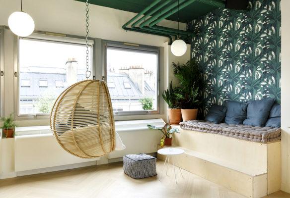 Label Experience: Hamac en osier dans petit coin cocooning de l'espace coworking « Morning » Monceau à Paris.