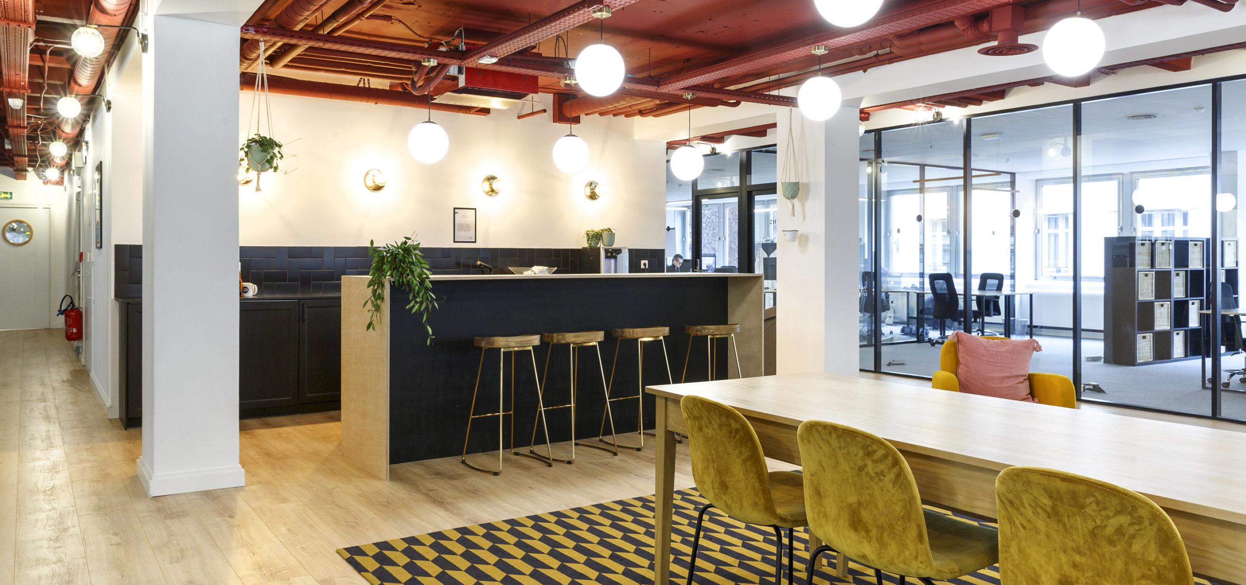 Label Experience: Bar et salle à manger de l'espace coworking « Morning » Monceau à Paris.