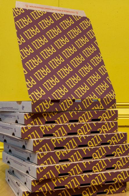 Label Experience : identité visuelle des boîtes à pizza du restaurant Pazzi au centre commercial Val d'Europe