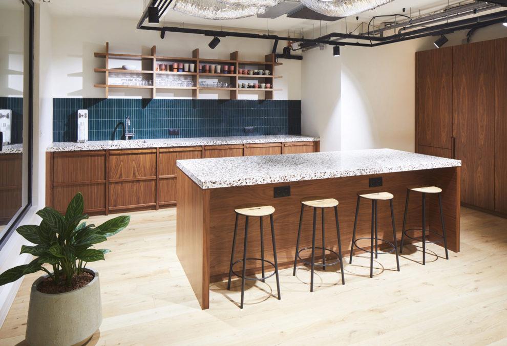 Label Experience : cuisine de la salle de séminaire de RaiseLab dans le 11ème arrondissement de Paris
