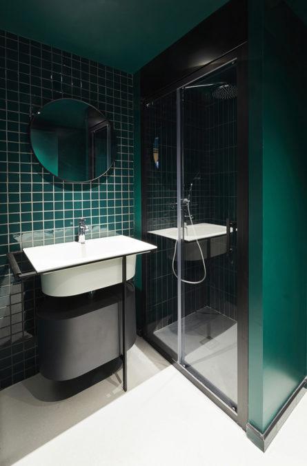 Label Experience : salle de bain de la chambre d'hôtel de RaiseLab dans le 11ème arrondissement de Paris