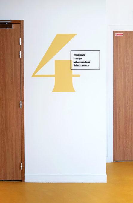 Label Experience : signalétique du 4ème étage de RaiseLab dans le 11ème arrondissement de Paris
