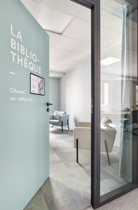 Label Experience : Bibliothèque du nouveau espace coworking de « Schoolab » à Saint-Lazare.
