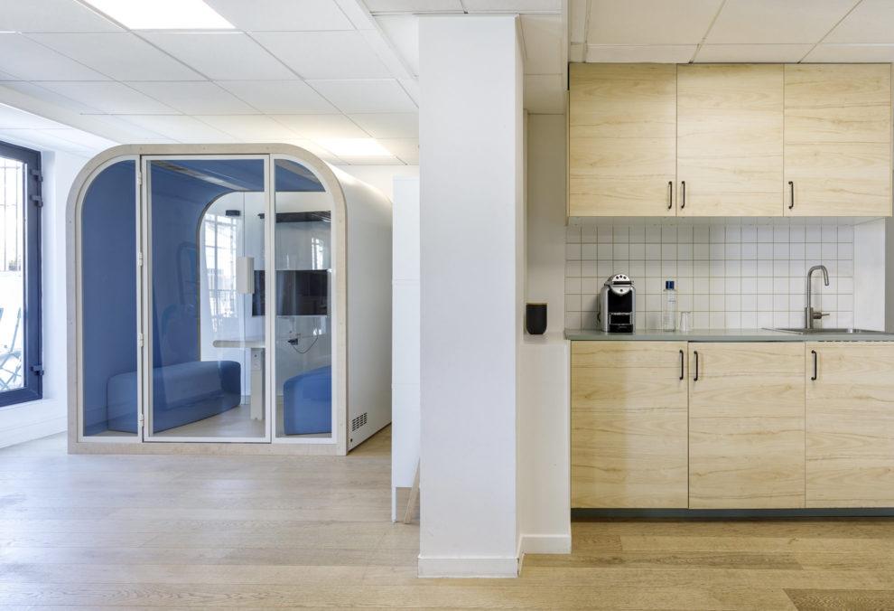 Label Experience : Prise de vue de deux espaces différents du nouveau espace coworking de « Schoolab » à Saint-Lazare.