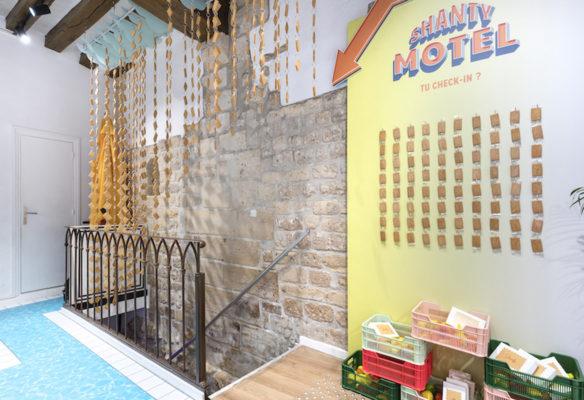 Label Experience: Prisse de vue intérieure au niveau de la cage d'escalier du pop-up « Shanty Biscuits » à Paris.