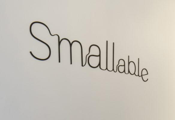 Label Experience : logo de l'enseigne Smallable dans la boutique baby store à Paris.