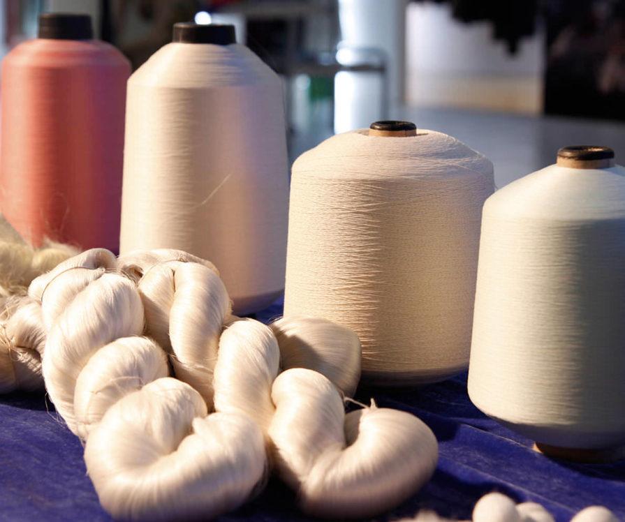 Label Experience : focus sur des bobines de fil de soie utilisées par la boutique Soi à Paris