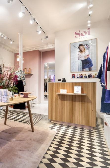 Label Experience : focus sur la caisse du magasin de vêtements Soi à Paris