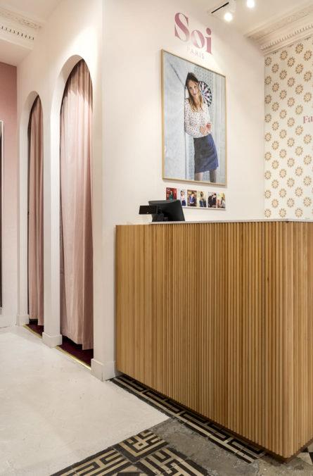 Label Experience : vue des cabines d'essayage de la boutique de vêtements Soi à Paris