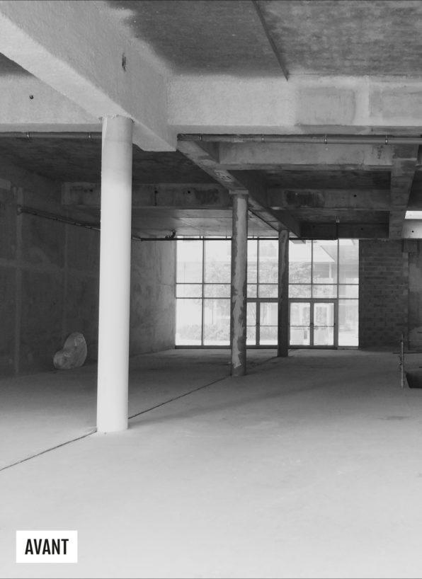 Label Experience: Image du chantier en noir et blanc avant la boutique « Truffaut » à Boulogne.