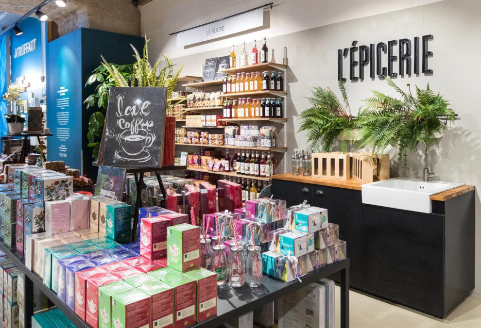 Label Experience: Exposition de produits dans l'épicerie de la boutique « Truffaut » à Toulouse.