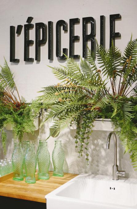 Label Experience: Logo « épicerie » et plantes tropicales de la boutique « Truffaut » à Toulouse.
