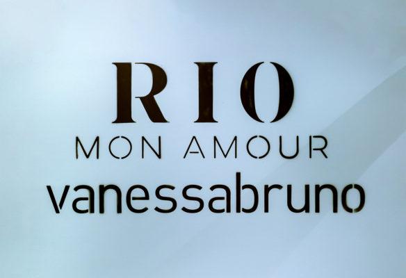 Label Experience: Logo éphémère pour le corner de Vanessa Bruno Rio exposée au BHV.