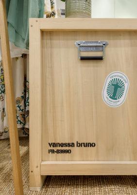Label Experience: Focus sur boîte de voyage en bois au corner éphémère de Vanessa Bruno Rio dans le BHV.